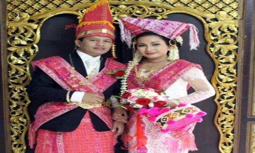 pakaian adat daerah Sumatera Utara disebut