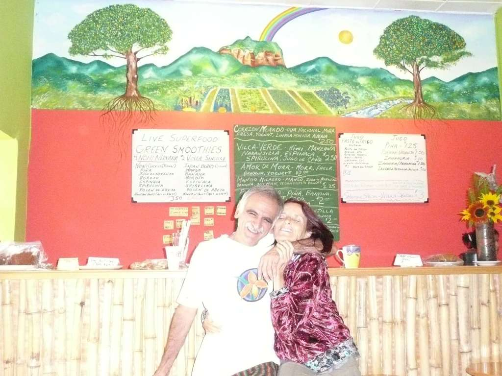 """Anasha with Dennis, the owner of the """"Juice Factory"""" in Vilcabamba last January"""