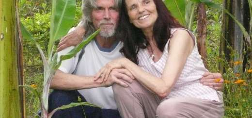 Anubuddha & Anasha... co-creators of ARUN Touch of Meditation... relaxing in their healing sanctuary in Vilcabamba