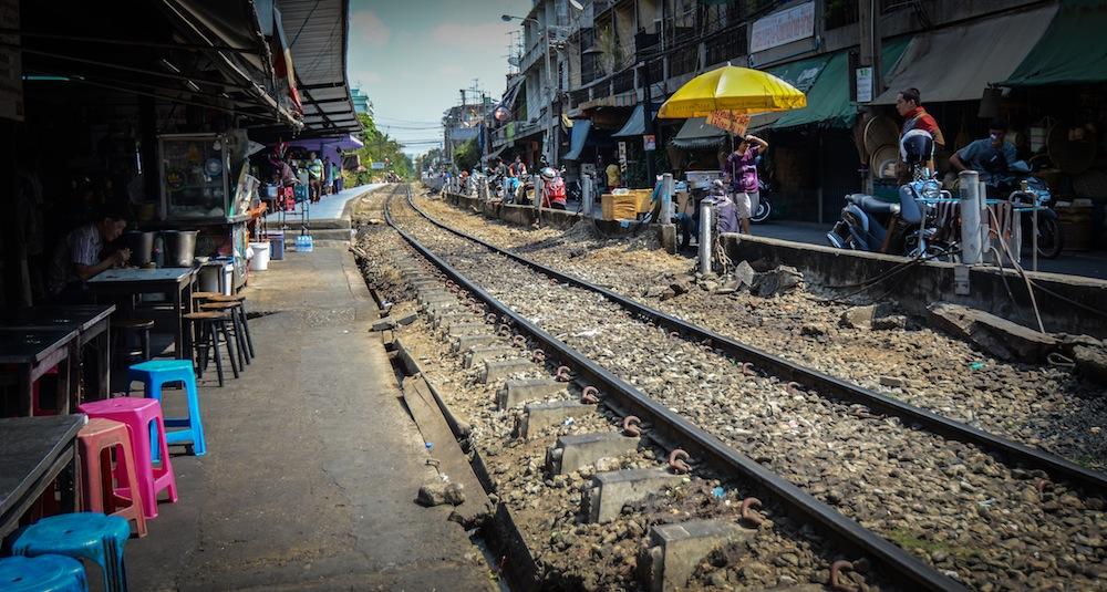 bangkok-food-talat-railway-thailand-buddha-drinks-fanta-2968