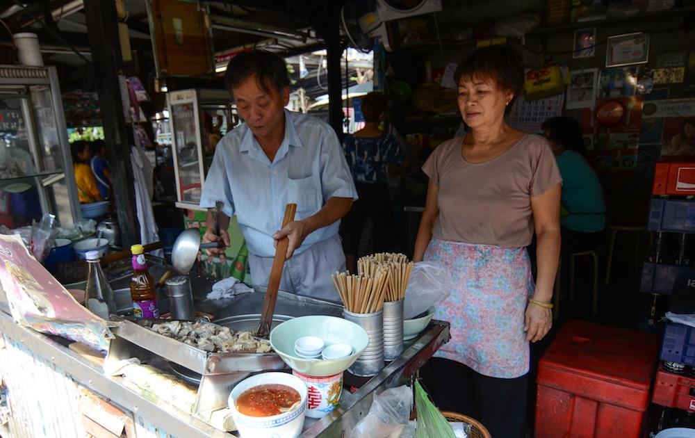 bangkok-food-talat-railway-thailand-buddha-drinks-fanta-3020