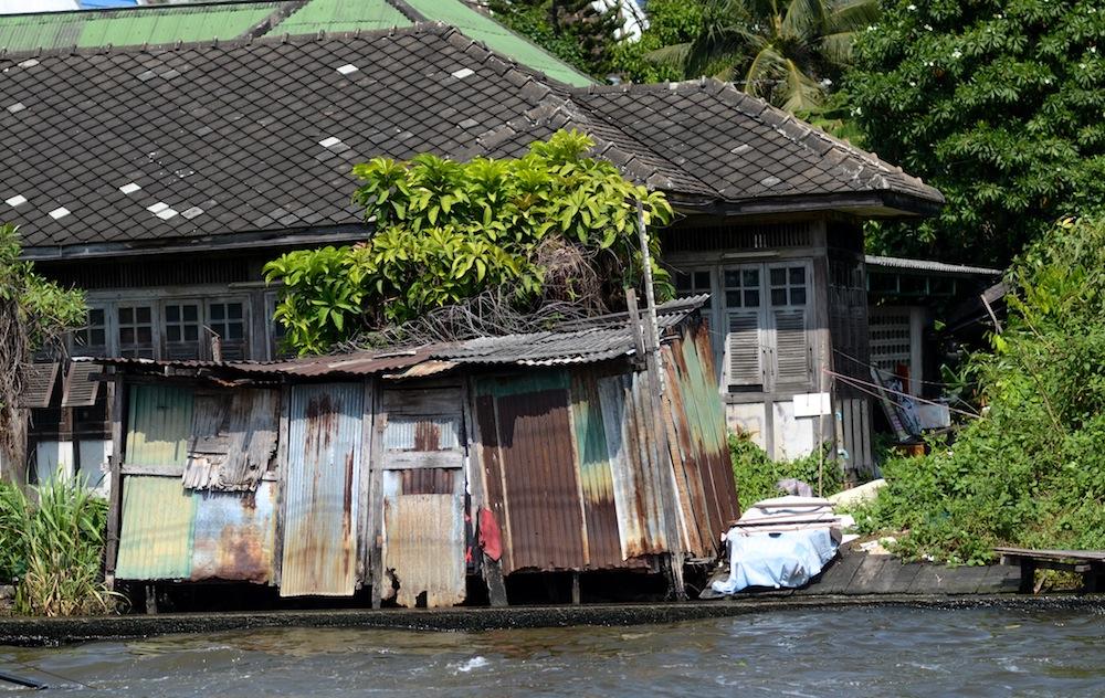 bangkok-houses-river-thailand-buddha-drinks-fanta-2935