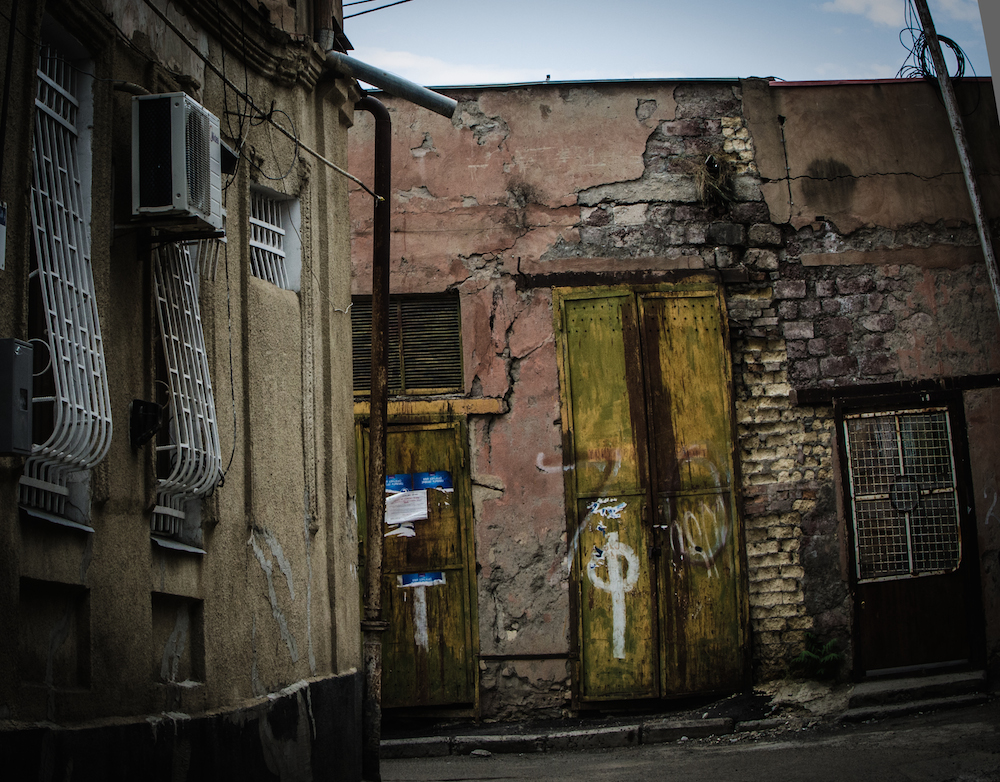 georgia-tbilisi-homes-doors-balconies-decay-buddha-drinks-fanta-7581