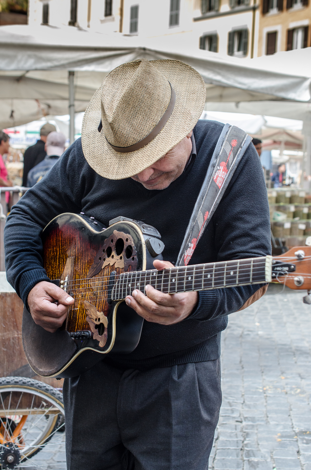 Campo Fiori musician in Rome Italy, photo by Jenny Adams-1001