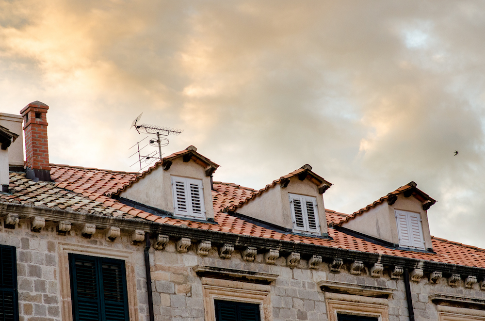 architecture-Old-Town-Dubrovnik-Croatia-balkans-travel-red-roof-tiles-jenny-adams-buddha-drinks-fanta
