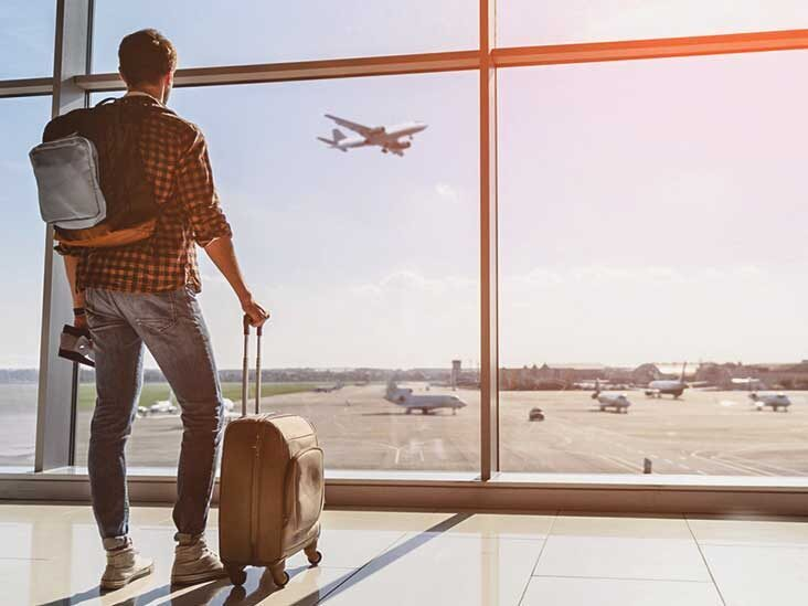 sa_1618580381_3570-man_airport_bags-732x549-thumbnail-2-732x549