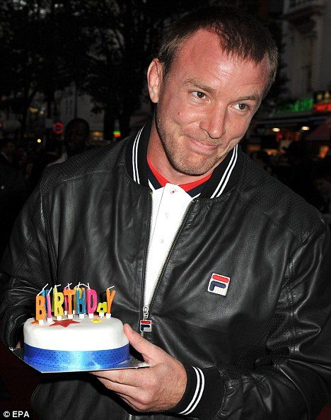 imagesource:http://www.dailymail.co.uk/tvshowbiz/article /Guy Ritchie enjoys dream birthday Dinner Jemima Khan Top Gears Clarkson  impromptu cake.html