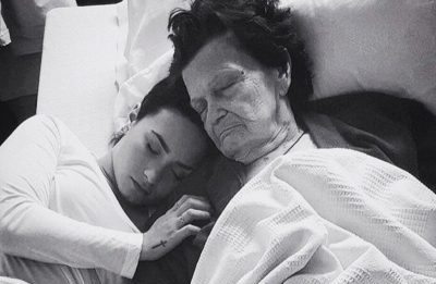 image source: http://www.gossipcop.com/demi-lovato-great-grandmother-dead-mourns-death-grandma-dies/