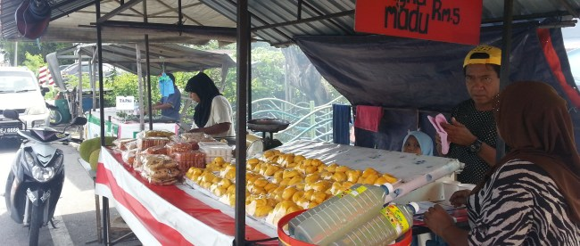 JACKFRUIT STALL OUTSIDE EATERY