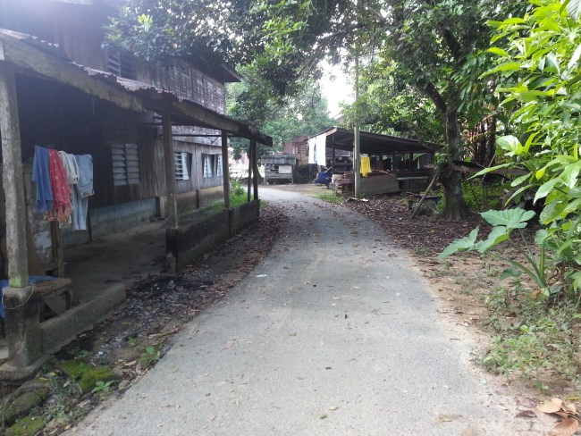 ALLEY TO PAK LANG'S HOUSE