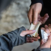 Спипаха варненски наркодилър докато продава наркотици