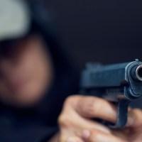 Екшън във Варна! Баща и син стреляха по 46-годишен варненец