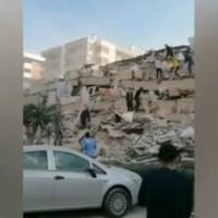 Извънредно! Срутени сгради след земетресение в Турция (видео)