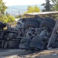 Очевидци: Камионът падна от Аспаруховия мост заради спукана дясна гума