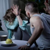 Мъж преби до смърт приятелката си във Варна, предадоха го на съд