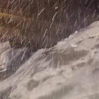 Варна се събуди с 15 сантиметра снежна покривка (видео)