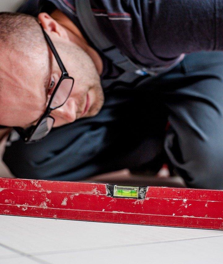 Czy poziomica to dalej najważniejsze narzędzie pomiarowe w budownictwie?