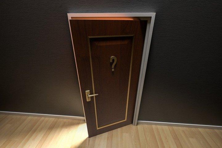 Wymian drzwi zewnętrznych w domu jednorodzinnym.