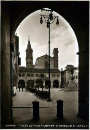Budrio, Piazza Filopanti fotografata, nei primi decenni del '900, sotto al Voltone (Archivio Montanari-Pazzaglia).