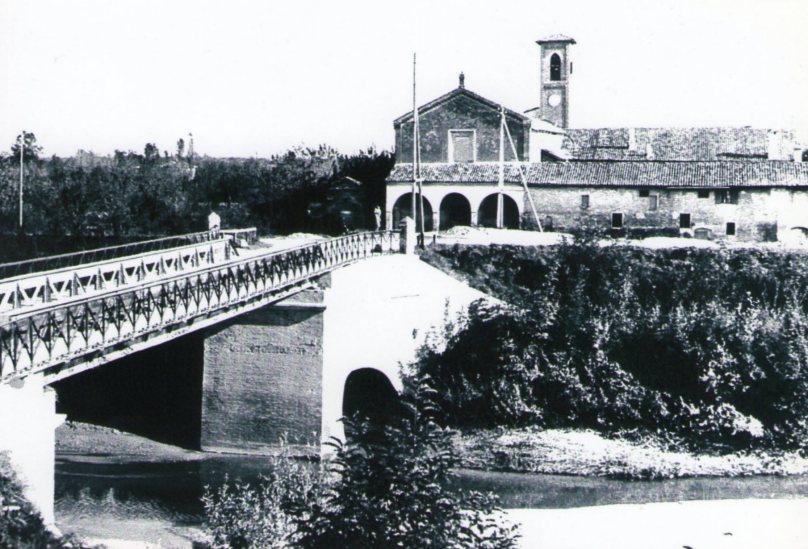La chiesa di San Francesco ed il convento dei Frati Minori Francescani negli anni '30 (prop. Franco Gatti).