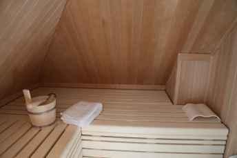 Wellness in den eigenen Ferienwänden: Im Dachgeschoss befindet sich die Sauna