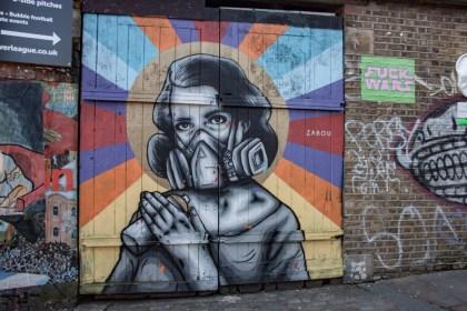 Femme Brick Lane Street Art Un week end a Londres