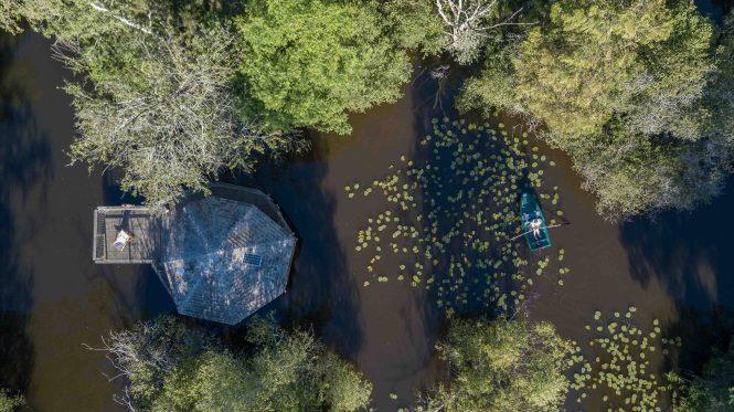 Cabane sur l'eau nuit insolite le clos de la loutre
