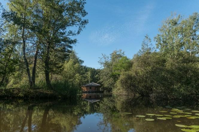 Cabane sur l'eau nuit insolite dans le berry clos de la loutre