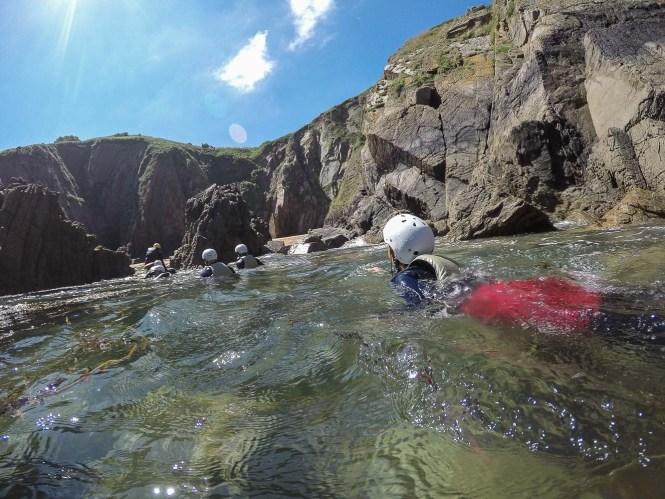 coastering meilleures activités aquatiques à Jersey