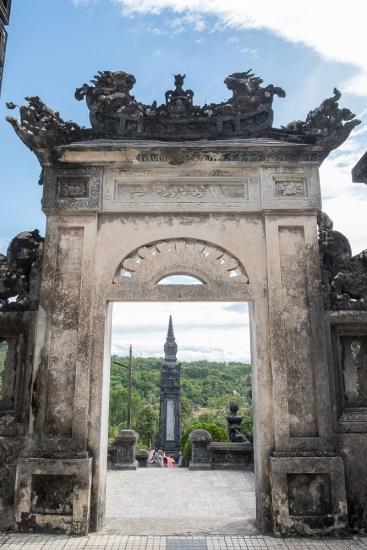 porte TOMBEAU DE L'EMPEREUR KHAI DINH VISITER HUE EN 1 Jour vietnam
