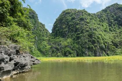 rochers karstique baie d'halong terrestre tam coc