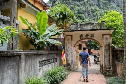 entrée bich dong baie d'halong terrestre tam coc