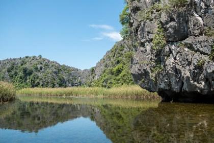 rocher van long baie d'halong terrestre tam coc