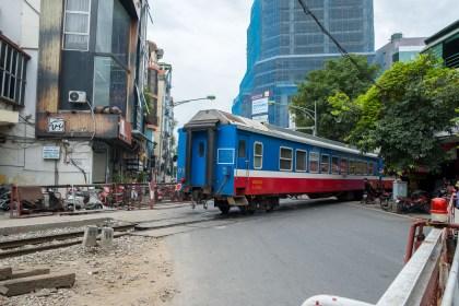 passage insolite du train visiter Hanoi