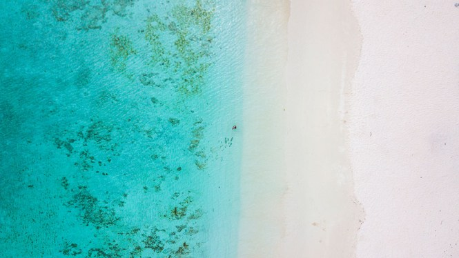 plage-de-luengoni-eau-lifou