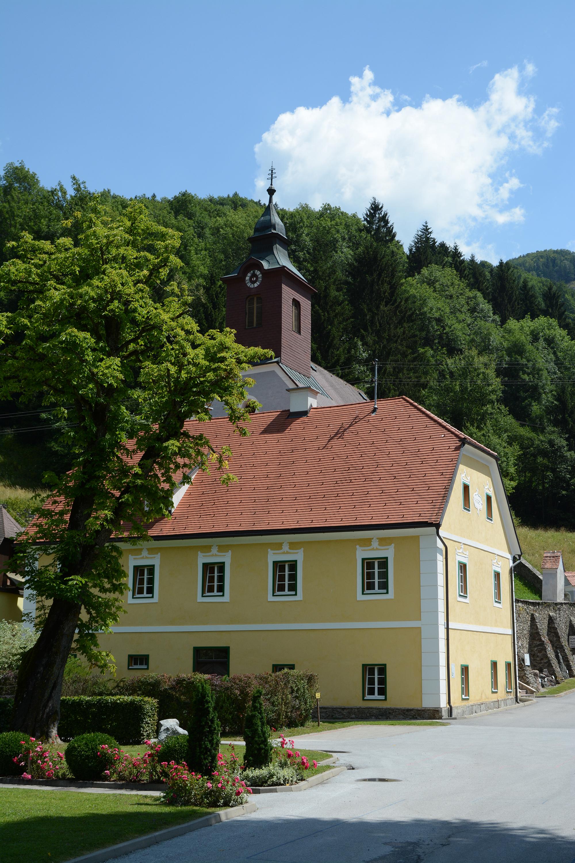 Pfarrhof und Kirche in Arzberg