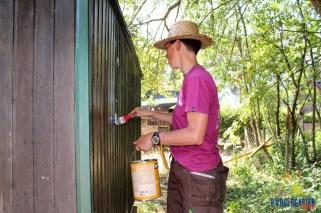"""Während """"MitBürger im Garten"""" ihren Zeichenkurs durchführen, gibt Birgit den Maler :-)"""