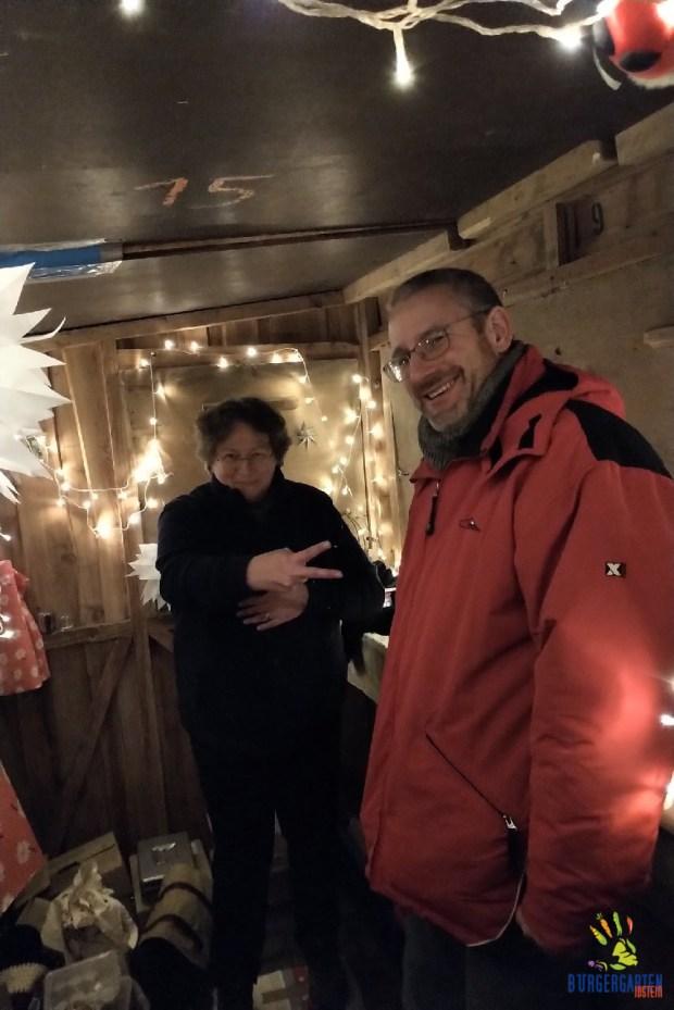 Sonntagabend: Rundum tolle 2.5 Tage Weihnachtsmarkt - Uschi & Nils haben allen Grund zum Feiern.