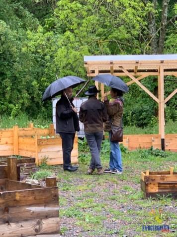 Nicht nur der Dauerregen, auch die Gespräche liefen flüssig dahin.