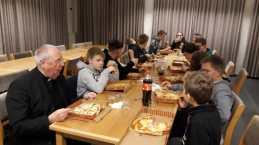 Pizzaessen der Messdiener