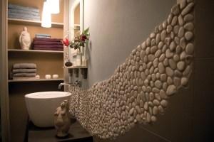 Waschbecker im »Stein«-Bad in der Ferienunterkunft auf dem Lothshof im Flaeming © Buero-Koethe
