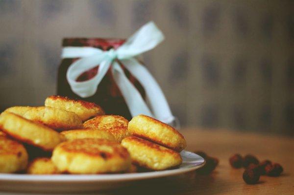 Простые сырники с манкой на сковороде рецепт с фото пошагово
