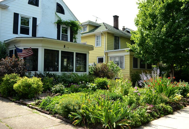 Broken pipe prompts Buffalo gardeners to create grassless ... on Grassless Garden Ideas  id=21204