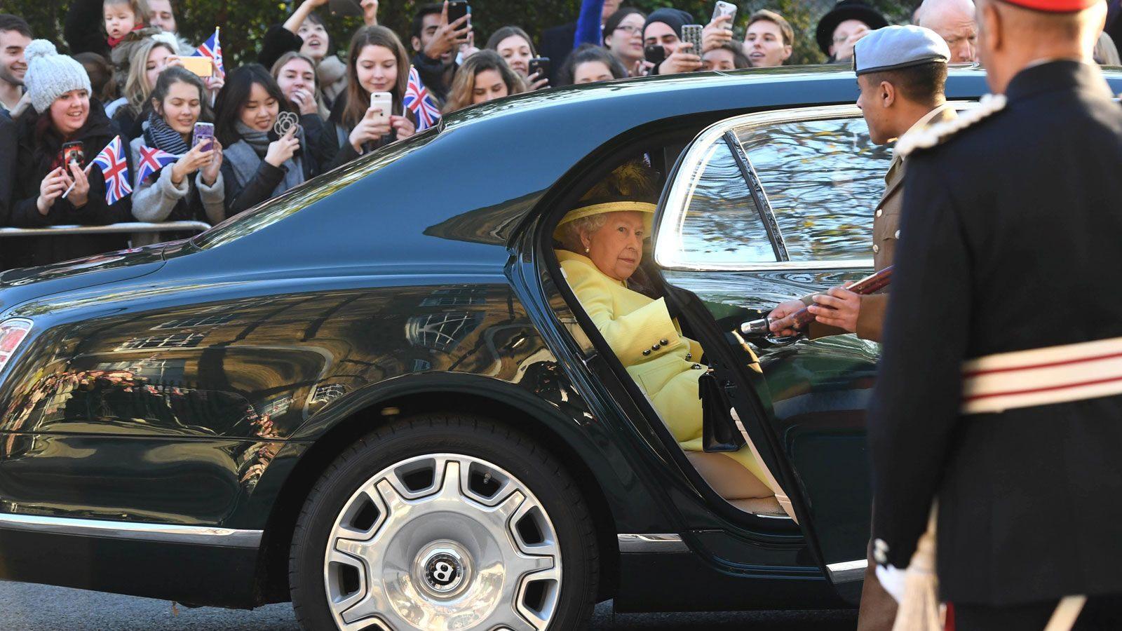 royal-family-cars-jaguar-queen2