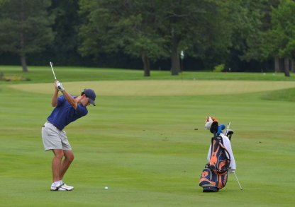 Michael-Johnson-hits-his-approach-low