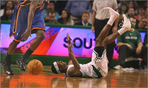 basketball - Rajon Rondo losing his shoe