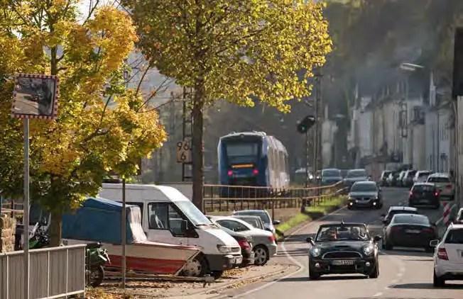 Verkehrsanlagen dominieren den Talraum. (Foto: Piel media)