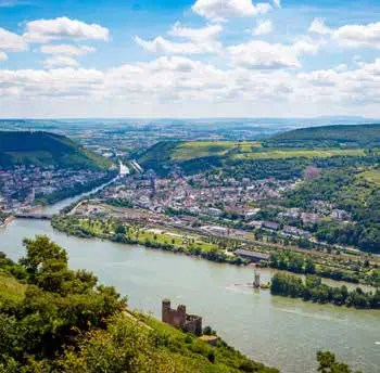Der wirtschaftlich prosperierende Süden (Bingen) und städtischer Einfluss im Norden von Koblenz. (Foto: Fotolia.com/Matthias)
