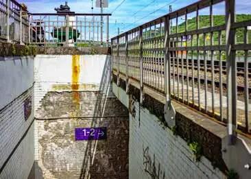 Einige Bahnhaltepunkte wirken abschreckend. (Foto: Piel media)