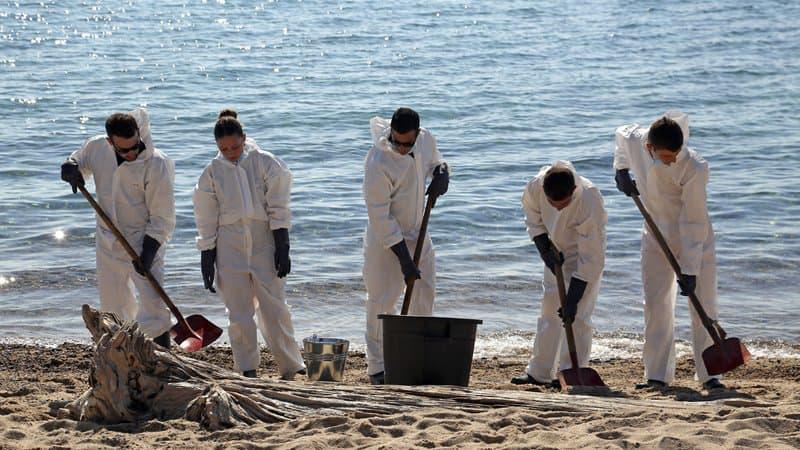 Pollution aux hydrocarbures en Corse: les plages de Porto-Vecchio sont rouvertes